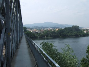36 with a footway giving magnificent views of the Rio Minho