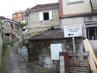 018 Sign taking you all round the houses in Pontesampio