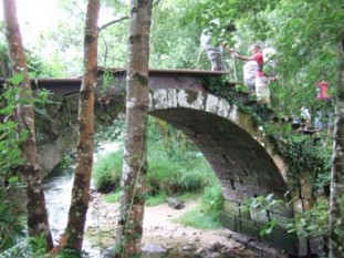 020 A Ponte Nova - another Roman bridge, this one protected by a wooden arch suspended above it