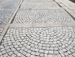 02 Patterns in the cobble stones