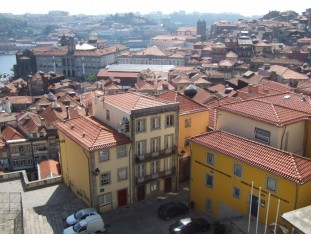 03 Distant view of the River Douro over the rooftops