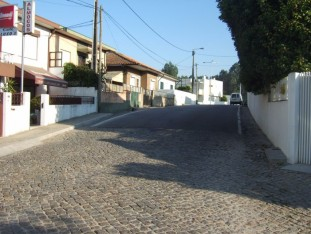 14 Mostly cobbled streets in this section