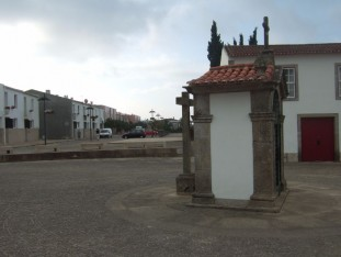 24 Tiny chapel and wayside cross in the large main square