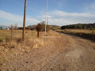 432 Good to be on a camino de tierra complete with brown marker post